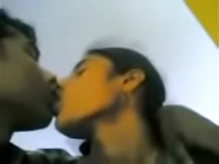 Desi scandal kissing