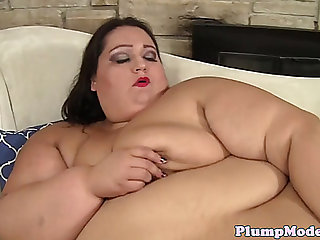 Ssbbw honey solo toying her moist cunt