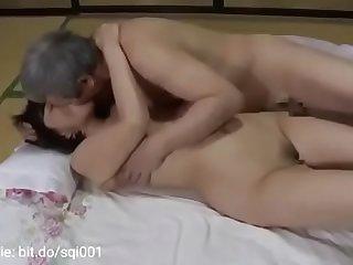 लिफ्ट लेकर कराई अपनी पत्नी की चुदाई
