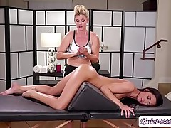Sexy Masseuse India Summer rub-down Jaye Summers so charming and licks her pussy