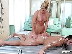 Hot masseuse runway her scant making atop her clients near tender with an increment of slow