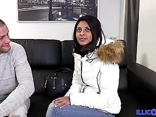 Teen Indienne veut se faire bourrer par tous les trous [Full Video]