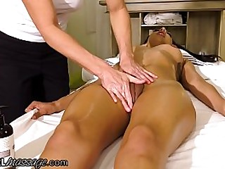 She Offers A Hard Squirting Massage