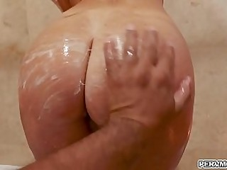 Stepmom India Summer gave her stepson a deepthroat blowjob!