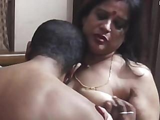 Индийская жена обменивается секс-вечеринкой ... удивительный секс пар дези !!