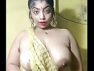 indian bhabi boobs pressing